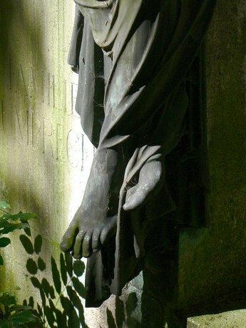 Statue feet