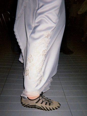 Brudekjole og Ecco-sko