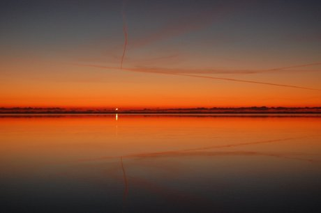 Solnedgang ved Ringkøbing fjord med Nørre Lyngvig fyr 020109