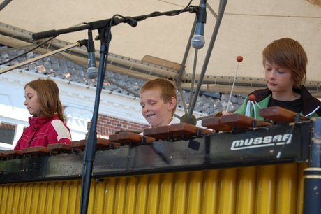 Marimbaorkestrets juniorhold spiller stadig.