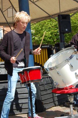 Marimaorkestrets seniorhold spiller Safri Duos Played Alive (The bongo song)