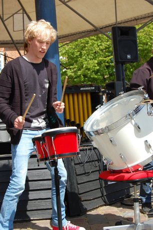 Musiker og sejler - det er en sorgløs ungdom i Ringkøbing.