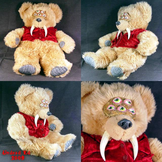 urso de peluche mutante